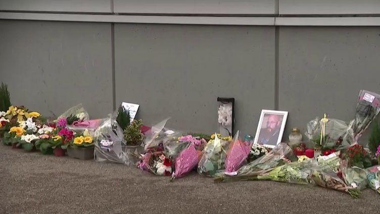 En janvier, un homme s'est suicidé sur son lieu de travail. Il était salarié dans un supermarché près de Nancy (Meurthe-et-Moselle). Depuis des mois, il se disait victime de harcèlement de la part de sa hiérarchie. Le parquet a ouvert une enquête. (FRANCE 3)