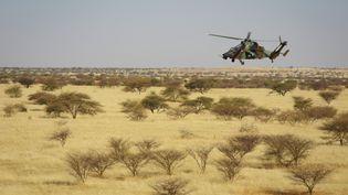 Un hélicoptère de l'armée française au Mali, le 1er novembre 2017. (DAPHNE BENOIT / AFP)