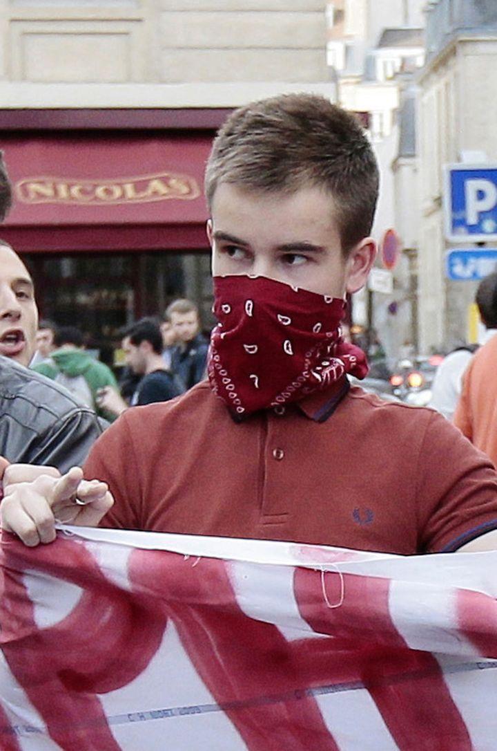 Clément Méric lors d'une manifestation à Paris,le 17 avril 2013. (JACQUES DEMARTHON / AFP)