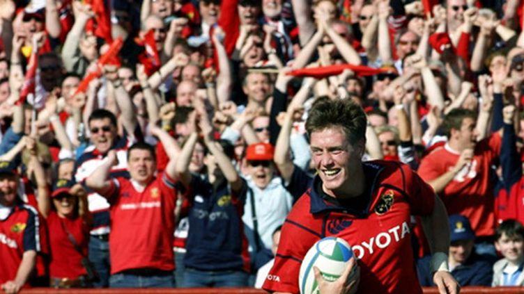 Ronan O'Gara et ses supporteurs, emblème du Munster