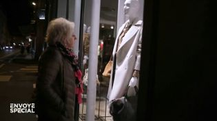 Envoyé spécial.Avec sa petite retraite, Annie fait les boutiques... quand elles sont fermées (ENVOYÉ SPÉCIAL  / FRANCE 2)
