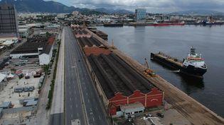L'autoroute Binario dans la zone portuaire de Rio de Janeiro, au Brésil, le 24 mars 2020. (MAURO PIMENTEL / AFP)
