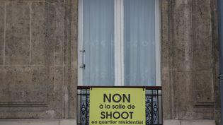 Les voisins qui refusaient la salle de shoot dans leur quartier, ici en octobre 2016, demandent toujours son transfert. (MAXPPP)