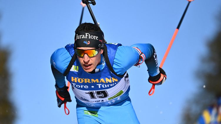 Le biathlète françaisQuentin Fillon-Maillet, lors de l'épreuve des 20 km individuel au mondiaux dePokljuka en Slovénie, le 17 février 2021. (JOE KLAMAR / AFP)