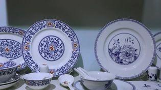 Très loin de Limoges (Haute-Vienne), l'autre capitale se trouve en Chine, au sud de Shanghaï. Ici, on fabrique de la porcelaine depuis le Xe siècle. Un savoir-faire ancestral qui continue de se transmettre. (France 2)