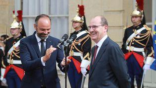 Edouard Philippe et le nouveau Premier ministe Jean Castex, vendredi 3 juillet 2020 à Matignon. (LUDOVIC MARIN / AFP)