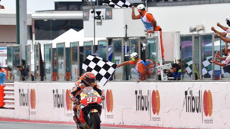 Marc Marquez vainqueur du Grand Prix de Saint-Marin sous la pluie. (ANDREAS SOLARO / AFP)