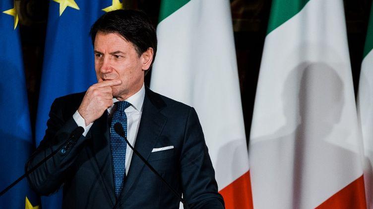 Le Premier ministre italien Giuseppe Conte, lors d'une conférence de presse à Naples (Italie), le 27 février 2020. (ELIANO IMPERATO / CONTROLUCE / AFP)