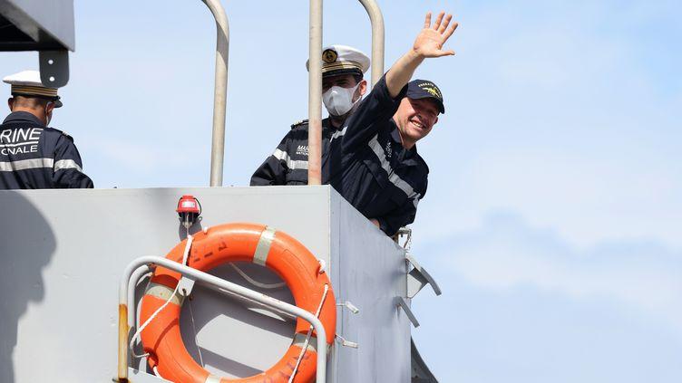 Dix jours apres le naufrage de son voilier sur le Vendée Globe, le skipper Kevin Escoffier retrouve la terre ferme à La Réunion, jeudi 10 décembre 2020. (RICHARD BOUHET / AFP)