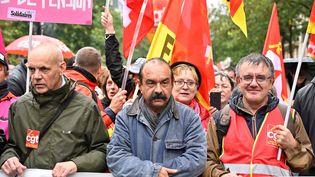 Le secrétaire général de la CGT, Philippe Martinez, en tête de cortège (au centre) lors de la manifestation contre la réforme des retraites à Paris, mardi 24 septembre 2019. (MUSTAFA YALCIN / AFP)