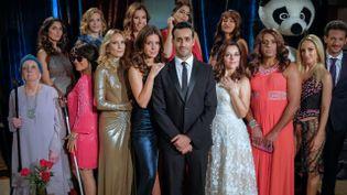 13 prétendantes pour un célibataire, incarné par Jonathan Cohen. (Canal +)