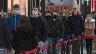 Covid-19: les grands centres commerciaux ferment leurs portes (FRANCE 3)