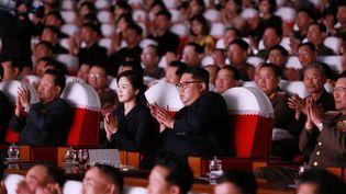 Kim Jong-un (au centre), le 3 juin 2019 à Pyongyang (Corée-du-Nord). (KCNA VIA KNS / AFP)