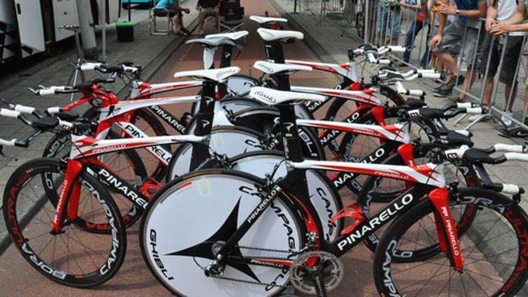 """Les fameux vélos du constructeur italien Pinarello, la """"Rolls"""" du contre-la-montre"""