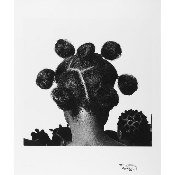 "J.D. 'Okhai Ojeikere (Nigéria, 1930-2014), ""Mpuk eba"", 1974  (J.D. 'Okhai Ojeikere Courtesy CAAC – The Pigozzi Collection Photo © Maurice Aeschimann)"