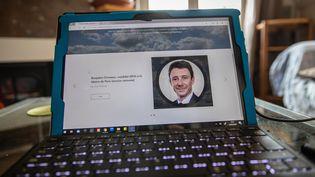 Un ordinateur connecté au site qui a diffusé la vidéo de Benjamin Griveaux (illustration) (AURELIEN MORISSARD / MAXPPP)