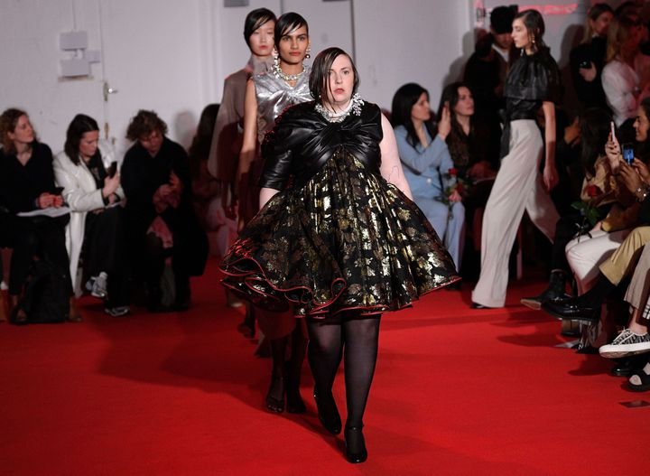 Lena Dunham défile pour 16Arlingtonpap féminin automne-hiver 2020-21 à la London Fashion Week, le 14 février 2020 (WWD/REX/SIPA / SHUTTERSTOCK)