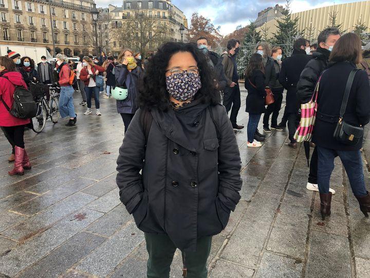 Pascale, animatrice dans un centre social, manifeste contre la fermeture prolongée des lieux culturels, le 15 décembre à Paris. (Manon Botticelli / Franceinfo Culture)