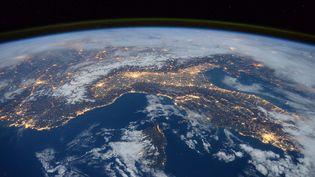 Le nord de l'Italie, le sud-est de la Franceet la Corseprises en photo depuis la Station spatiale internationale, le 23 janvier 2016. (TIM PEAKE / ESA / NASA / AFP)