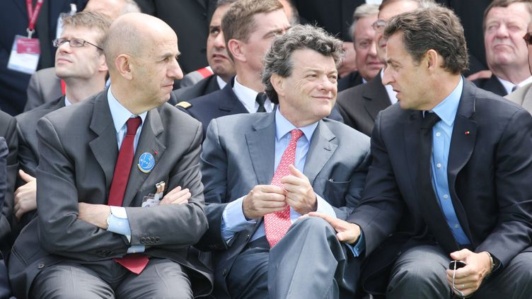 Louis Gallois (G) et Jean-Louis Borloo (C), le 23 juin 2007 au Bourget. (PIERRE VERDY / AFP  )