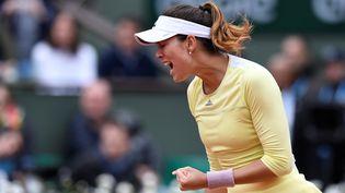 Garbine Muguruza célèbre sa victoire en finale de Roland-Garros, à Paris, le 4 juin 2016. (MIGUEL MEDINA / AFP)