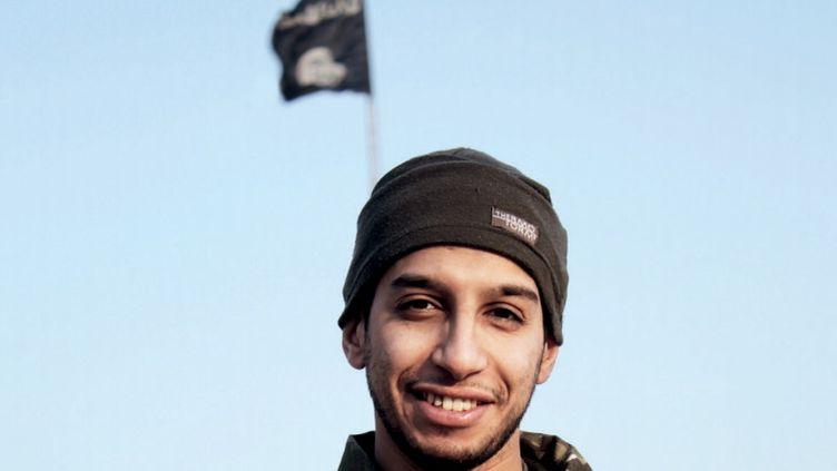 Une photo non datée d'Abdelhamid Abaaoud, le commanditaire présumé des attentats de Paris, publié dans le magazine du groupe Etat islamique Dabiq. (REUTERS)