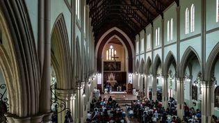 Messe dans l'église du Sacré-Cœurde Harare, le 5 août 2018. Le Zimbabwe, pays majoritairement chrétien, ne compte qu'un million de catholiques. (MARCO LONGARI / AFP)