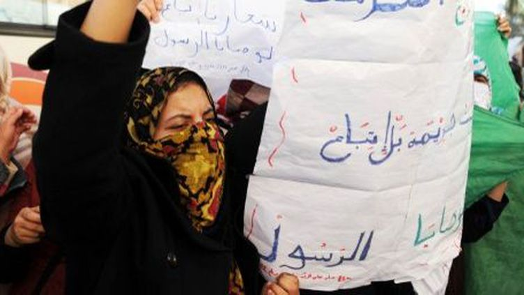 Le 27 janvier 2014: une Algérienne demande la libération de ses proches, après les heurts qui ont secoué la région de Ghardaïa. (AFP PHOTO / FAROUK BATICHE)