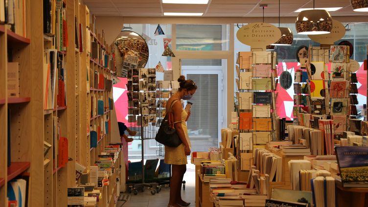 Dans une librairie de Valence (Drôme), en mai 2020. (CLAIRE LEYS / FRANCE-BLEU DRÔME-ARDÈCHE)