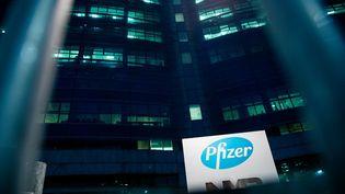 Les bureaux du laboratoire américain Pfizer à Milan, en Italie, le 4 janvier 2021. (ALESSANDRO BREMEC / NURPHOTO / AFP)