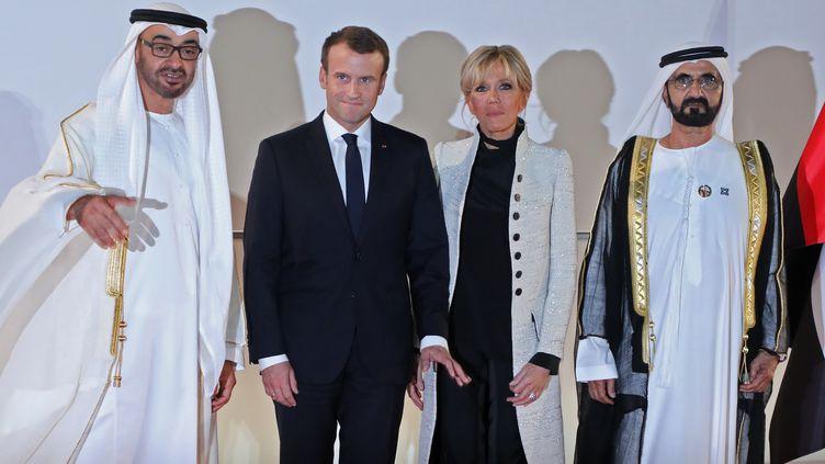 Emmanuel et Brigitte Macron, entourés du prince d'Abu DhabiMohammed bin Zayed Al-Nahyan et du cheikhMohammed bin Rashid al-Maktoum, lors de l'inauguration de Louvre Abu Dhabi, le 8 novembre 2017. (LUDOVIC MARIN / AFP)