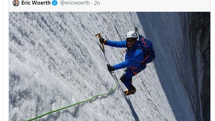 Eric Woerth, sur le sommet de l'aiguille d'Argentière,un sommet du massif du Mont-Blanc. (CAPTURE D'ECRAN TWITTER)