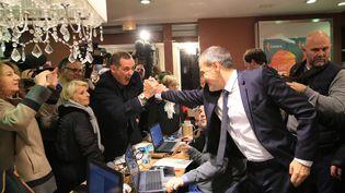 Jean-Guy Talamoni et Gilles Simeoni, à Bastia, après du succès des nationalistes Corse lors du premier tour des élections territoriales. (MAXPPP)