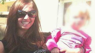 Une petite fille de 8 ans a été enlevée mardi 13 avril dans un village des Vosges par deux ravisseurs alors qu'elle était chez sa grand-mère. Selon le procureur, sa mère, Lola Montemaggi, 28 ans, serait à l'origine de l'enlèvement. (France 2)