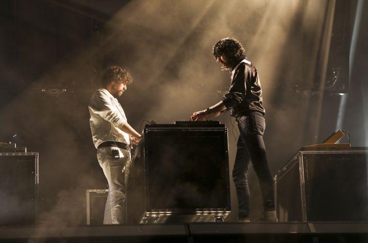 Gaspard et Xavier sur la Grande scène de Rock en Seine dimanche soir.  (Gilles Scarella / FTV)