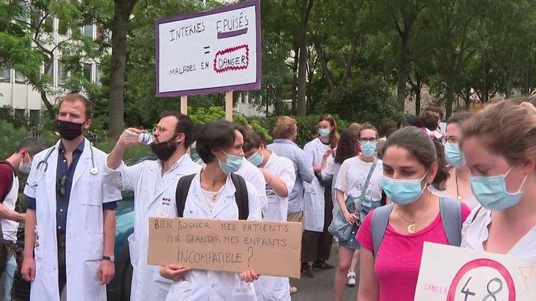 Hôpital : les internes en grève demandent de meilleures conditions de travail (France 3)
