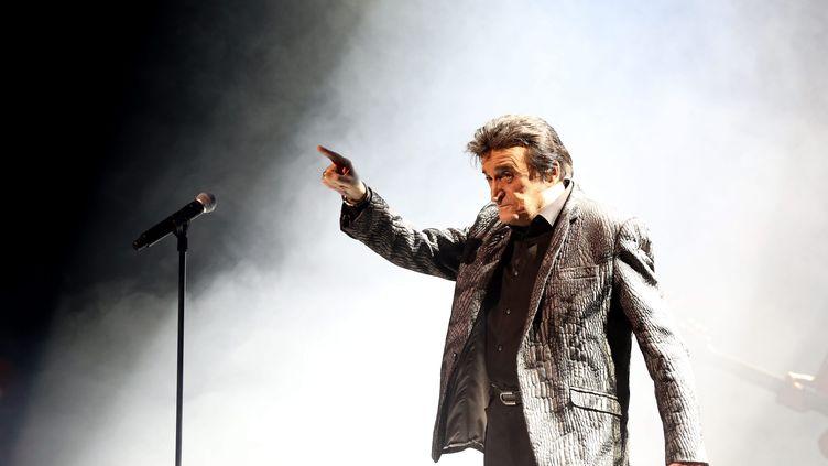 Dick Rivers, lors de la tournée des idoles, à Montbéliard (Doubs), le 24 avril 2019. (LIONEL VADAM  / MAXPPP)