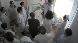Photo non-datée du dissident chinois Liu Xiaobo sur son lit d'hôpital, à l'hôpital universitaire de Shenyang, dans le nord-est de la Chine. (AFP)