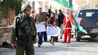 Armée israélienne et manifestants palestiniens se sont affrontés à Bethléem (Cisjordanie, Palestine), le 23 décembre 2014. (MUHESEN AMREN / ANADOLU AGENCY / AFP)