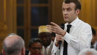 Emmanuel Macron lors d'un grand débat avec des élus d'Outre-mer, le 1er février 2019, à Paris. (AFP)