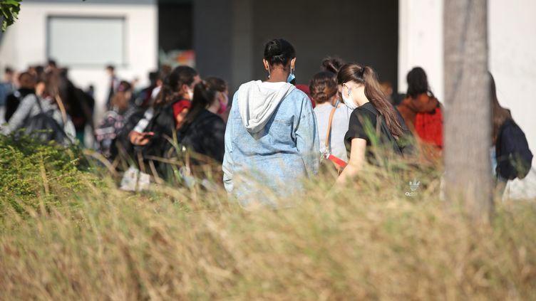 Des collégiens dans la banlieue de Strasbourg, le 17 septembre 2020. (MAXPPP)