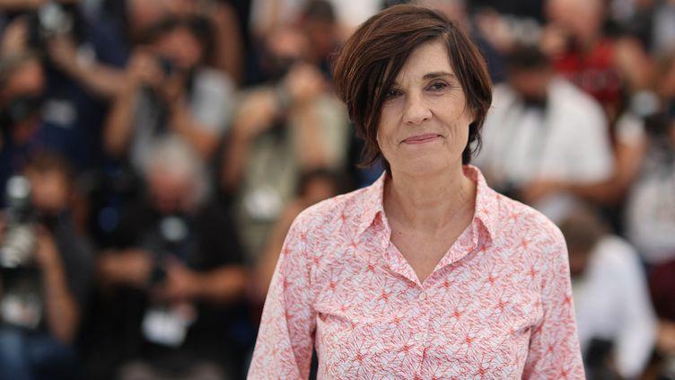 """La réalisatrice Catherine Corsini lors de la présentation de """"La fracture"""" au Festivel de Cannes le 10 juillet 2021 (VALERY HACHE / AFP)"""