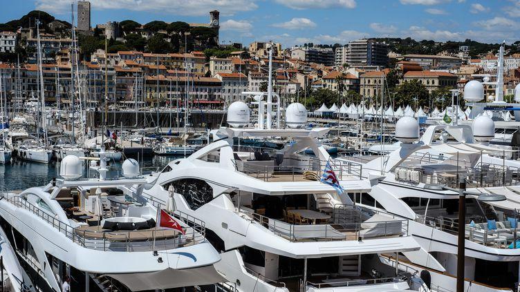 Des yachts dans le port de Cannes (Alpes-Maritimes). (MAXPPP)