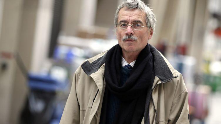 Le juge d'instructionRenaud Van Ruymbeke en charge du volet financier de l'affaire Karachi arrive à l'aéroport de Paris, le 29 octobre 2012. (KENZO TRIBOUILLARD / AFP)