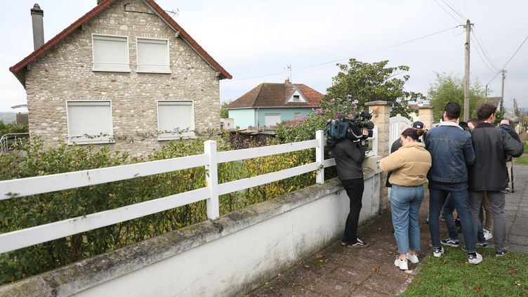 A Limay ( Yvelines), devant le domicile de Guy Joao, arrêté à l'aéroport de Glasgow en Ecosse. La police le suspectait d'être Xavier Dupont de Ligonnès. (LP/AUR?LIE LADET / MAXPPP)