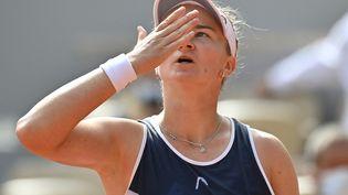 Barbora Krejcikova lors de sa finale victorieuse, le samedi 12 juin (MUSTAFA YALCIN / ANADOLU AGENCY)