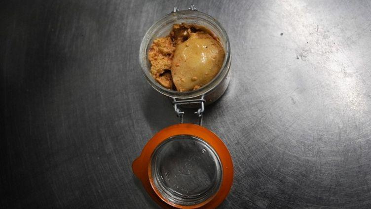 Près de 50% des ménages français consomment du foie gras chaque année, selon le Comité interprofessionnel du foie gras. (DIMITAR DILKOFF / AFP)