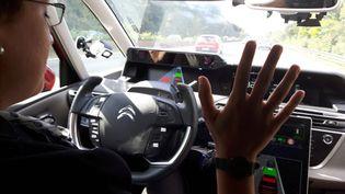 """La voiture """"sans les mains"""" testée par PSA PeugeotCitroën (RADIO FRANCE / Isabelle Raymond)"""