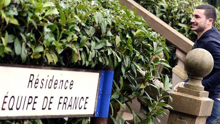 Romain Alessandrini découvre la maison bleue, à Clairefontaine (FRANCK FIFE / AFP)