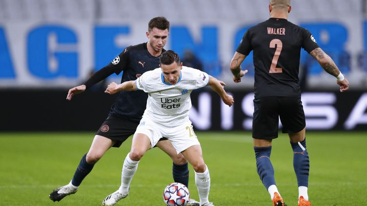 Florian Thauvin a été chahuté par les défenseurs de Manchester City  (GUILLAUME HORCAJUELO / POOL / EPA POOL)